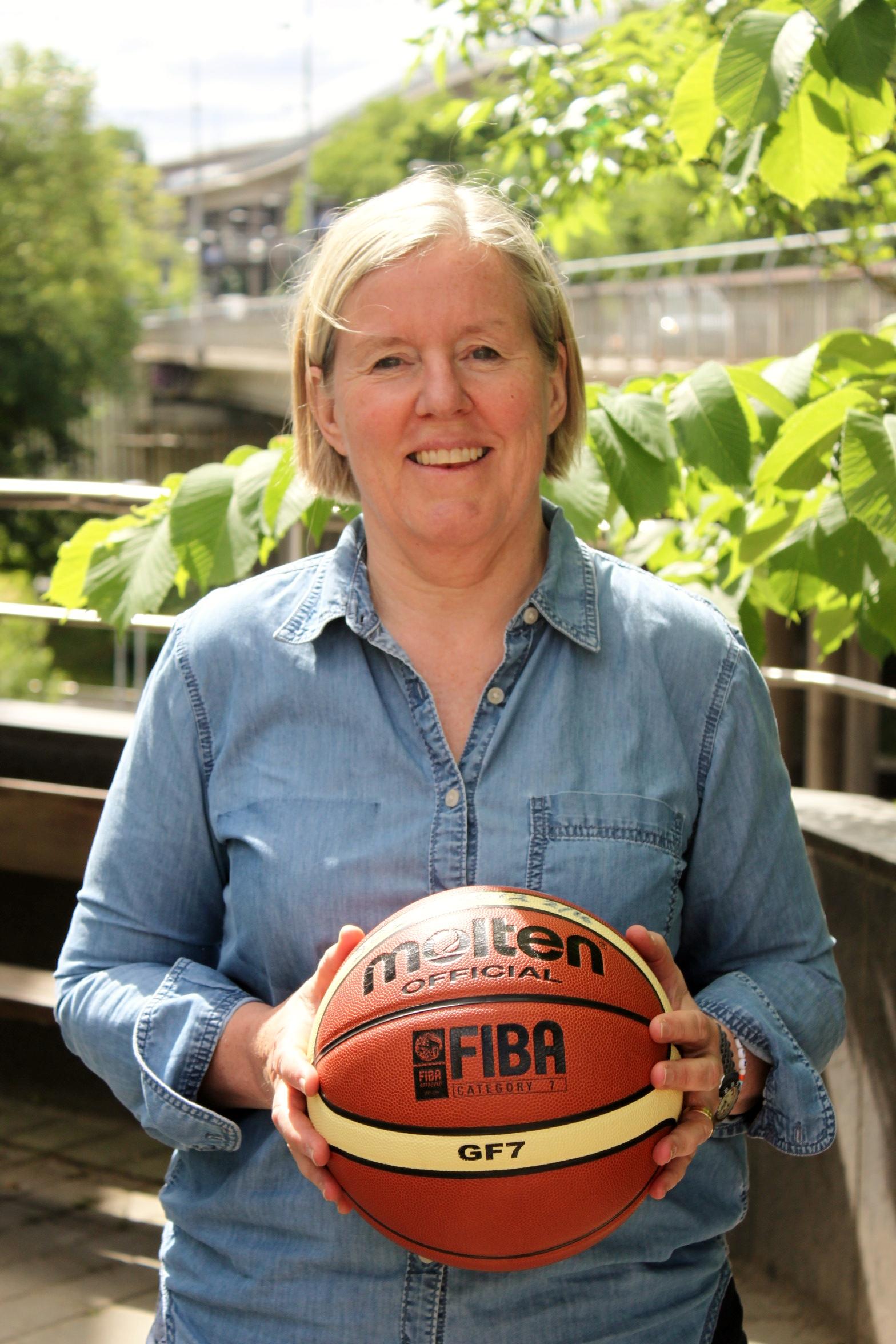 Lena Wallin Kantzy – Välkommen till Alvik Basket!